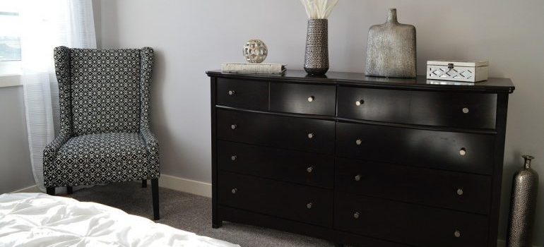 A dresser and a chair for furniture movers Detroit based to relocate.