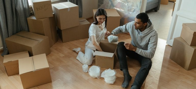 couple - moving companies Farmington Hills MI